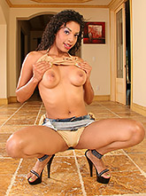 Ebony pornstar desiree diamond